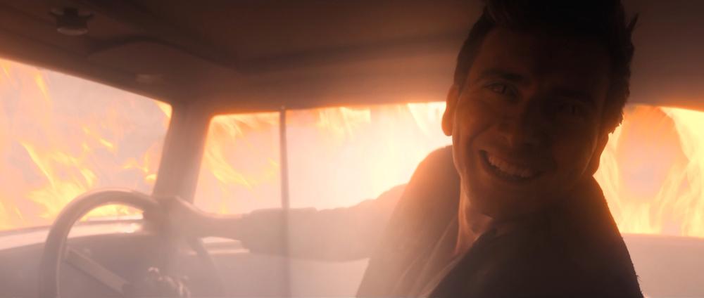 Good Omens – Crowley – samochód wogniu