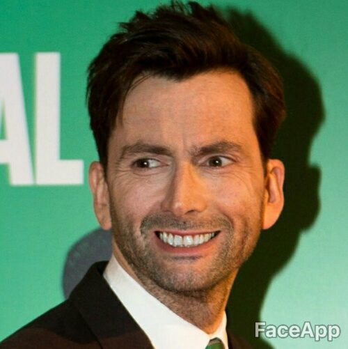 David Tennant z uśmiechem z FaceApp